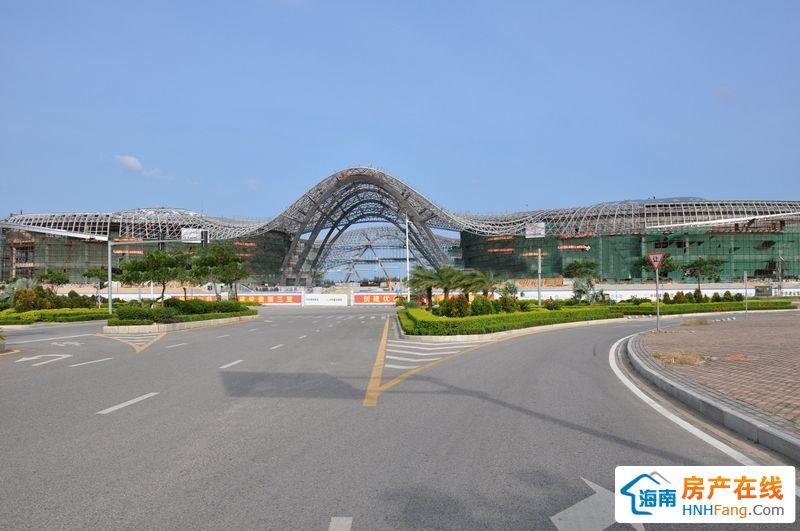 小区周边配套:海棠湾国际免税城