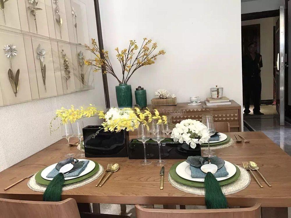 样板间实景:餐桌