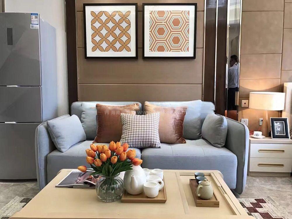 样板间实景:客厅沙发