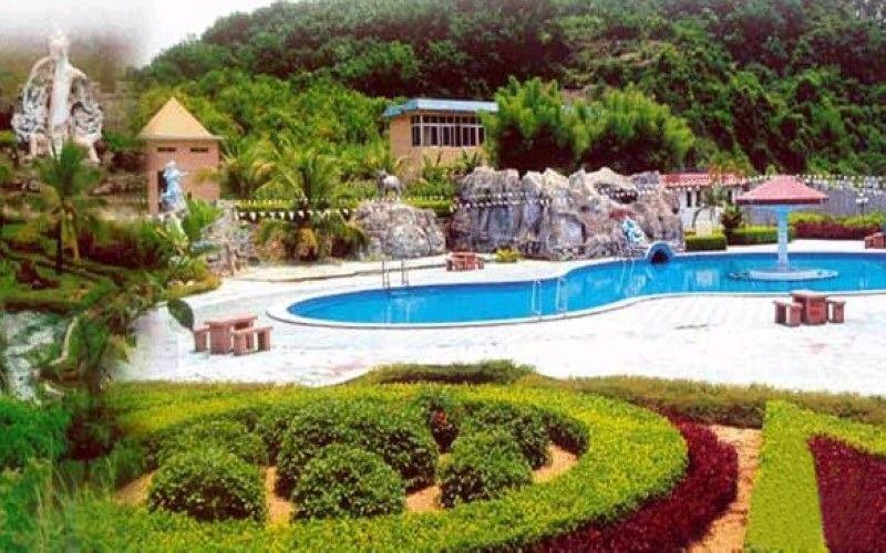 周边的九乐宫温泉度假山庄