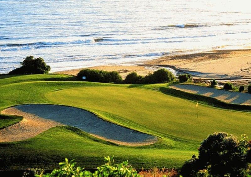 周边的旭华月亮湾高尔夫球场